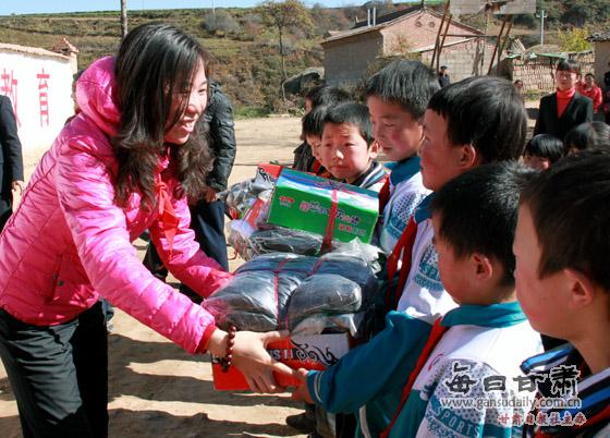 北京慈善家牵头持续资助渭源县贫困山区学生