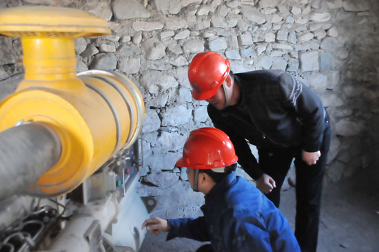 现场核实供电设施,供电方式,发电机配备,应急预案等信息,落实自备应急