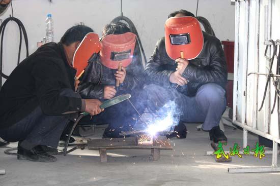 技术:农民工在学习电焊图文-电焊技术-每日甘肃口味重视频寄生虫外国图片