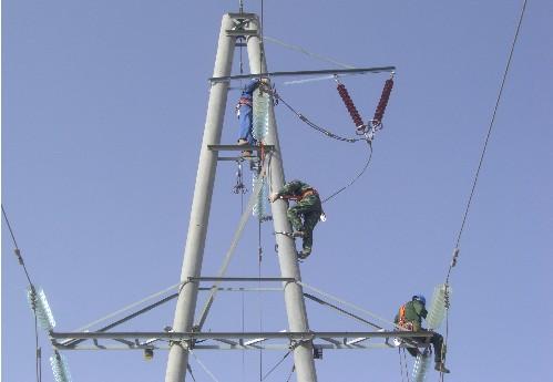 斗酷暑完成杆塔改造工程