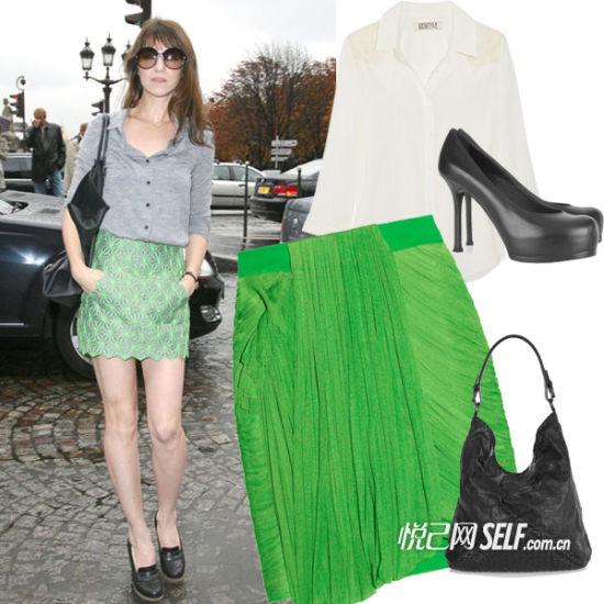 设计独特的草绿色半身裙搭配简单的白色雪纺衬衫