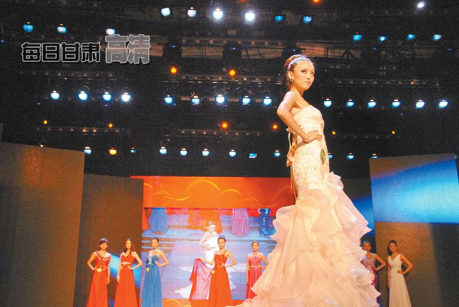 2012中国·兰州服装文化节 美女俊男T台走秀