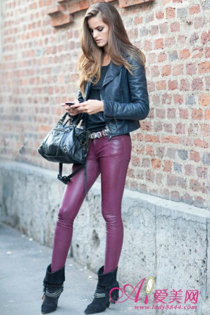 黑色皮衣+枣红皮裤