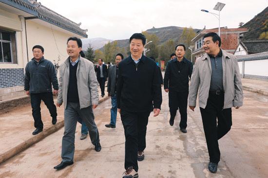 王玺玉:确保联村联户为民富民行动取得实效