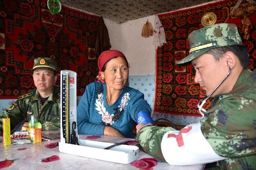 新疆边防:医疗巡诊进牧区