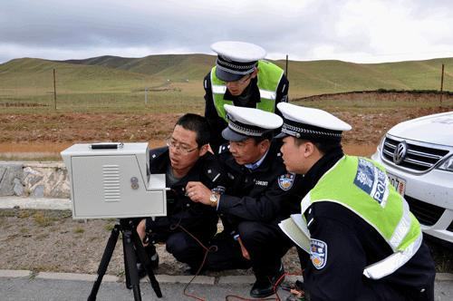 碌曲/近日,碌曲交警大队举办了雷达测速仪使用培训班...