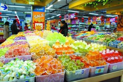 图说新闻:市区超市商品丰富