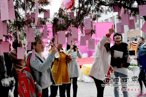 秀靥写流年――西北师大女生节开幕