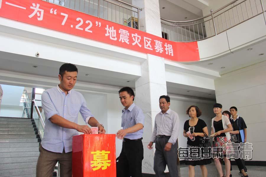 甘肃岷县漳县地震灾区群众积极开展生产自救