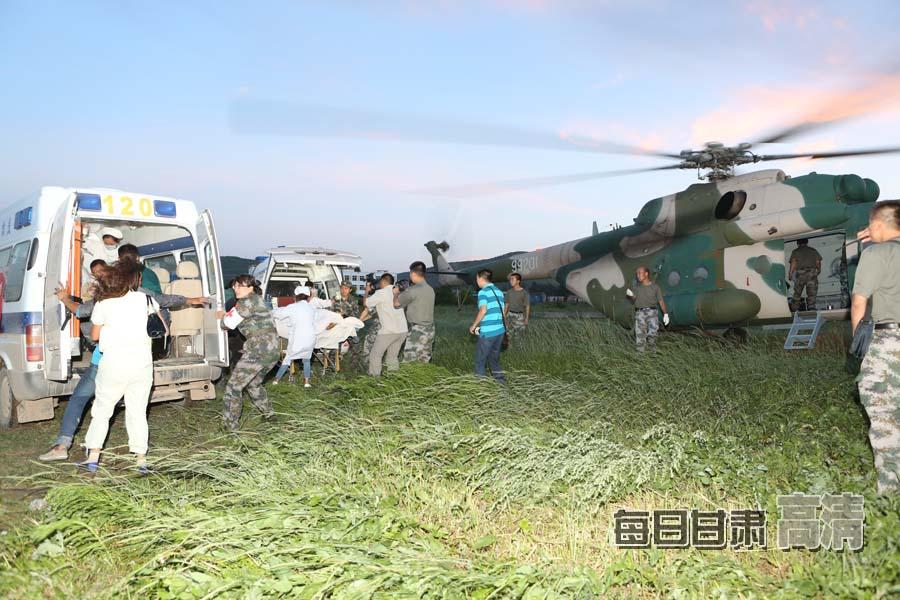 部队官兵全力驰援甘肃岷县漳县地震灾区