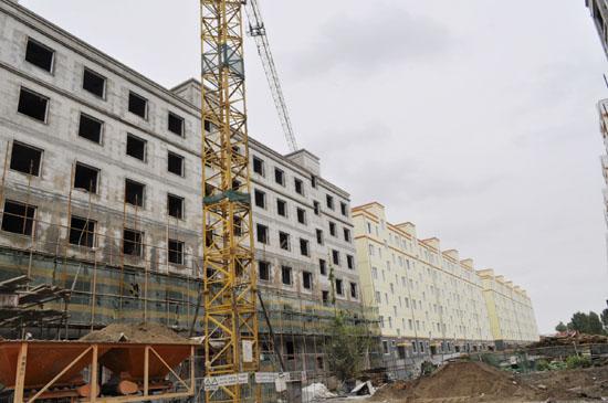 正在建设中的金塔县保障性住房(图)
