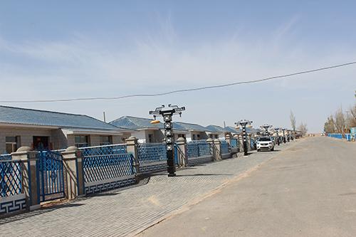 巴丹吉林沙漠南缘地带,东临内蒙古阿拉善右旗阿朝乡,西接临泽县板桥镇