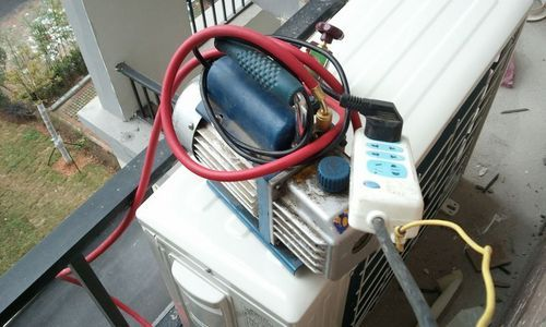 在安装变频空调的时候,对已连接好的空调器制冷系统必需采用抽