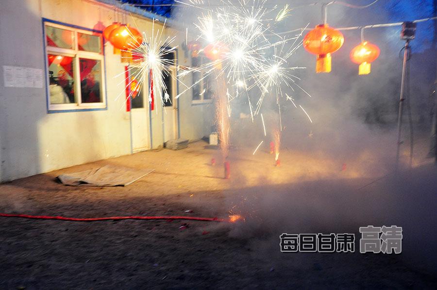 岷县灾区百姓欢欢喜喜过大年
