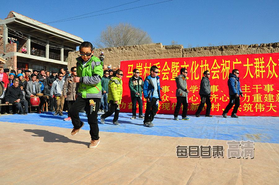 岷县地震灾区歌舞闹新春
