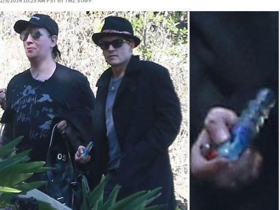 约翰尼 曼森/德普与玛丽莲曼森逛街,手持大麻烟管