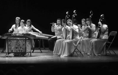 国枫丹白露表演民乐合奏 杨柳青青