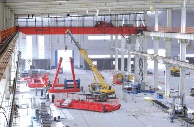 其中钢结构板块厂房正在加紧安装生产设备,月底前将投产试运营.