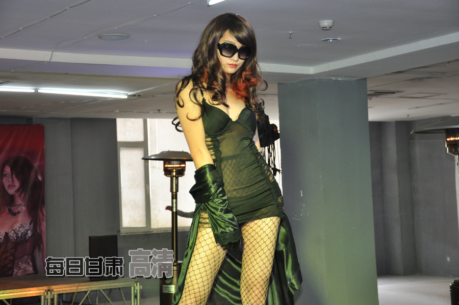 上海国际时尚内衣展图香艳模特泳装内衣秀绝美身段