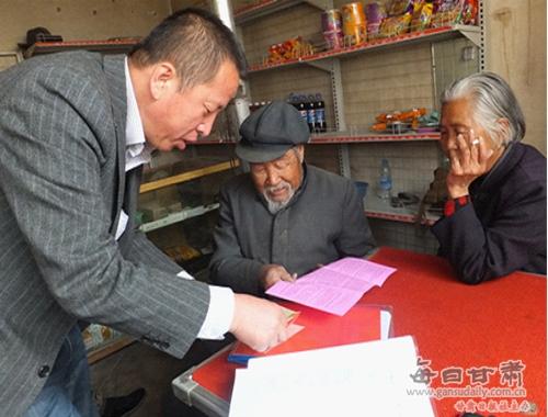 王岘镇红星村为老党员送学上门-王岘镇-每日甘