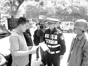 兰州市城关交警建筑工地宣传交通安全