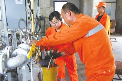 张掖公路管理局养护维修工程处承建国道227线养护维修