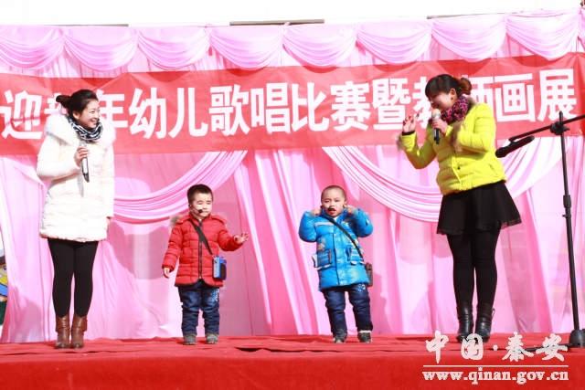 陇城镇中心幼儿园举行迎新年幼儿歌唱比赛暨教师画展活动