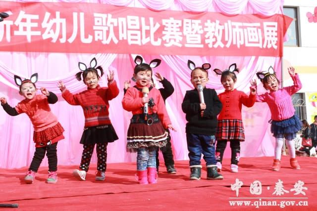 陇城镇中心幼儿园举行迎新年幼儿歌唱比赛暨教师画展