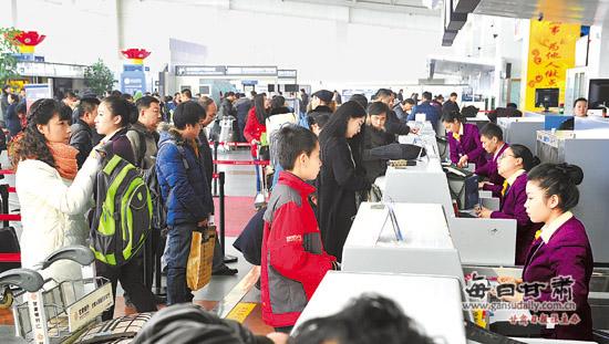 /兰州中川机场无人陪伴儿童乘机出行人数增加(图)