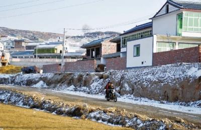 /春节前夕岷县地震灾区7.9万户灾后重建户