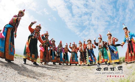 【西部地理】马背上的肃北:邂逅雪山蒙古族的惊艳风情