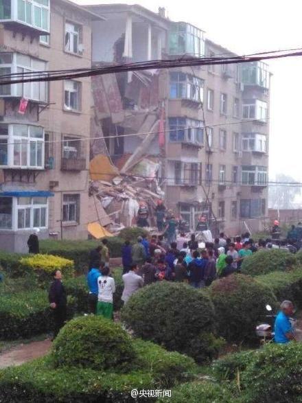 辽宁葫芦岛一居民楼发生爆炸半扇楼体崩塌(图)