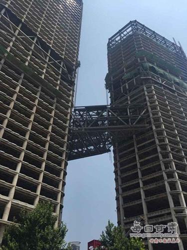 该工程是截止目前西北首座全钢结构超高层建筑,集5a级办公,五星级酒店