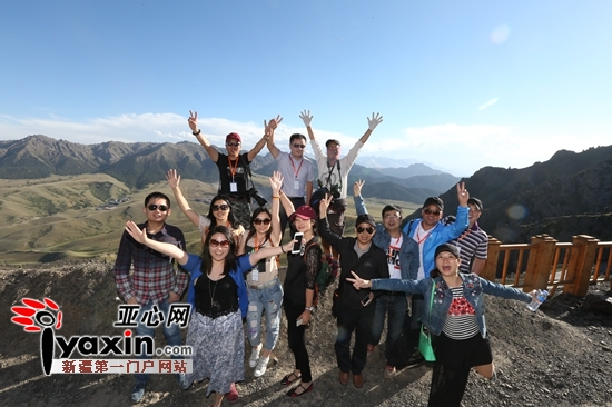 全国网络媒体及文化名家新疆行走进乌鲁木齐天山大峡谷景区
