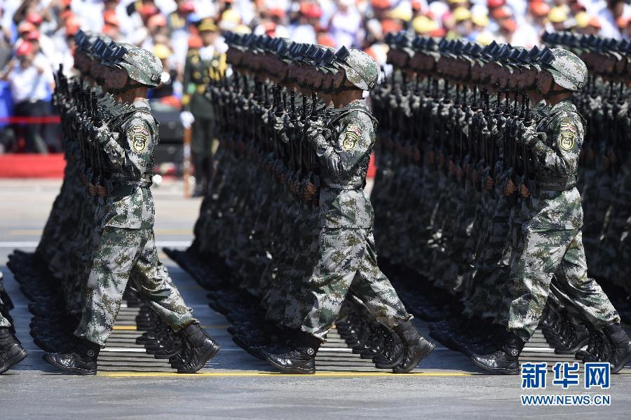 """百团大战""""白刃格斗英雄连""""英模部队方队:中国抗战史上的辉煌篇章"""