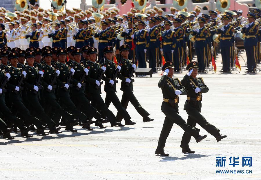 """""""华南游击队""""英模部队方队:孤悬敌后抗顽敌"""