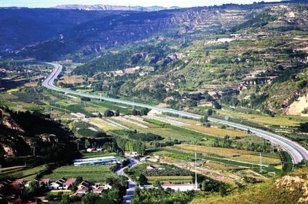 雷西高速合水县老城镇路段