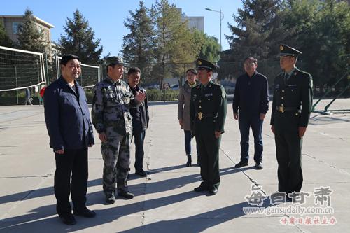 68307部队周少军大校来河西学院检查指导学生军训 ...
