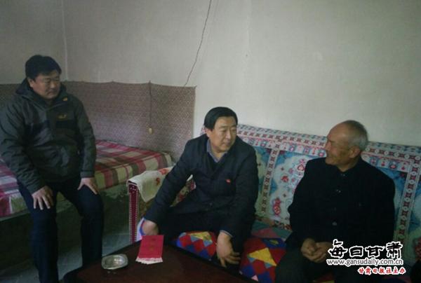 金塔县慰问帮扶道德模范