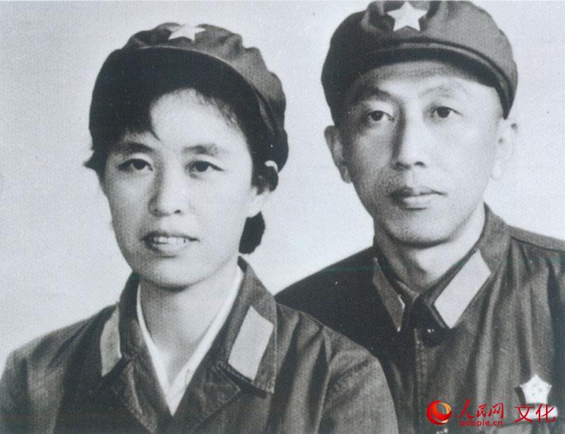 青年时期的阎肃夫妇.