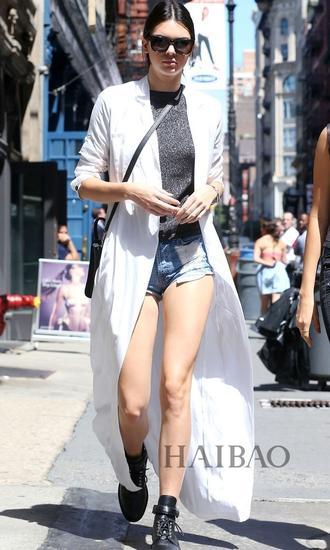 肯豆街拍-超长外套才有范儿 Gigi贝嫂出街扮酷都靠它图片
