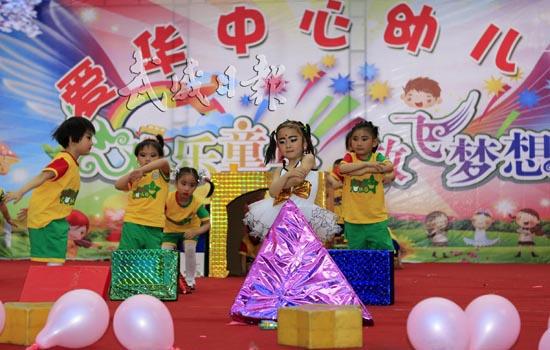 """报 二版 正文    """"六一国际儿童节""""来临之际,我市各小学和幼儿园积极"""