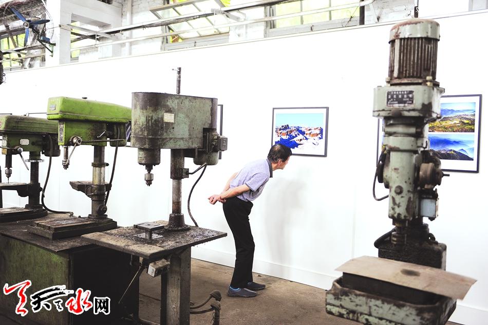 甘肃天水风俗习惯_天水籍青年画家闫冰在石节子村举办个人画展
