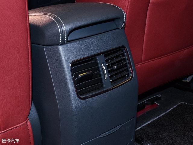 荣威RX5全系标配后排出风口.-推荐1.5T互联网智享版 RX5全系购车高清图片