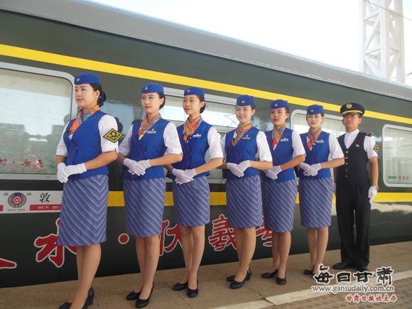 兰州铁路局6列旅游快车再现丝路文化