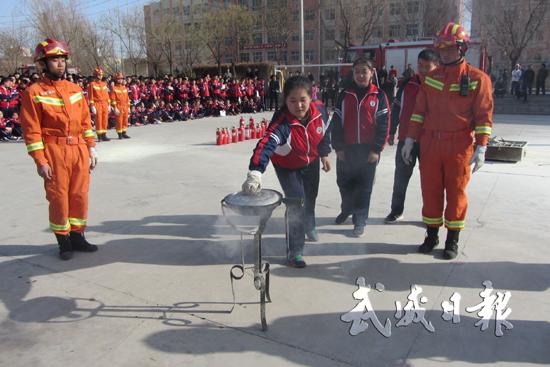 消防灭火演练观摩活动在甘肃河西成功学校举行(图)