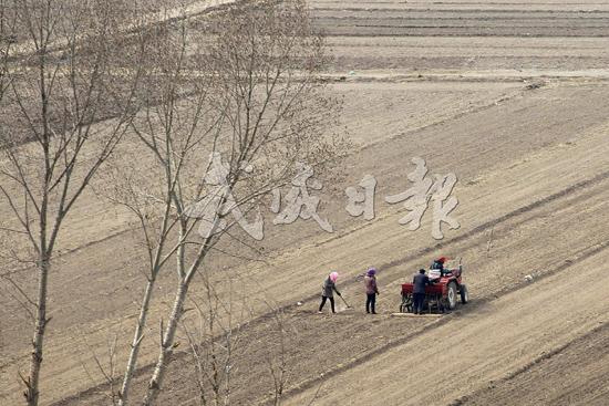 武威市农民群众积极开展春耕备耕