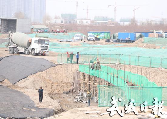 据武威日报报道 (记者 张宏勇 马丽) 海藏湖生态治理工程(湿地公园)是