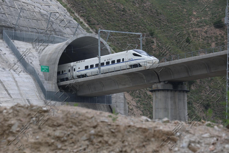 桥梁与隧道的新奏鸣
