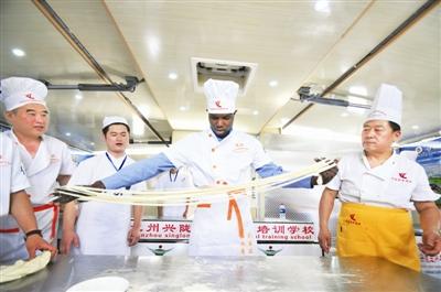 第三届中国·兰州国际牛肉拉面博览会启幕